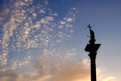 Kolonn och staty av Vasa för konung Sigismund III på solnedgången, Warszawa, Polen Royaltyfri Fotografi