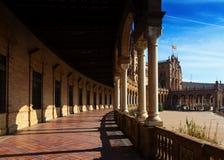 Kolonnad av centrala byggande Plaza de Espana Royaltyfria Bilder