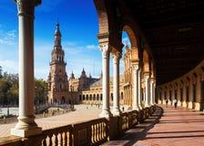 Kolonnad av centrala byggande Plaza de Espana Arkivbild