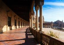 Kolonnad av centrala byggande Plaza de Espana Royaltyfria Foton