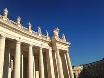 Kolonnad av St Peter - Vatican City - Rome Arkivfoton