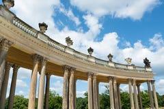Kolonnad från det 18th århundradet i Potsdam Royaltyfria Foton