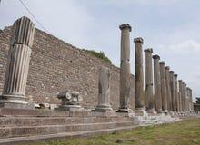Kolonnad i Asklepion, Peragmon, Bergama, Turkiet Royaltyfri Bild