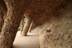 Kolonnad i Gaudis Parc Guell Arkivbilder