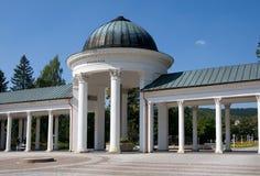 Kolonnad i Marianske Lazne, västra Bohemia, Tjeckien royaltyfria bilder
