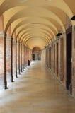 Kolonnad i Urbino Arkivfoto