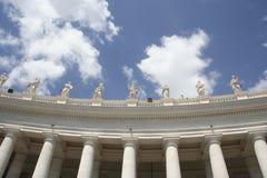 Kolonnad på fyrkanten för St Peter ` s i Rome arkivfoto