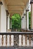 Kolonnade in der Königin Anne Summer Palace lizenzfreies stockfoto