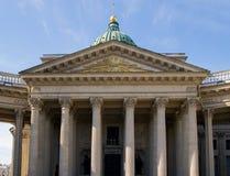 Kolonnade der Kazan-Kathedrale in St Petersburg stockfotos