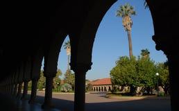 Kolonnade an der Universität von Stanford Stockbild