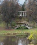 Kolonnade von Apollo am Pavlovsk-Park in Pavlovsk, St Petersburg, Russland lizenzfreie stockbilder