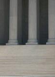 kolonndomstolen går suveränt Royaltyfria Bilder