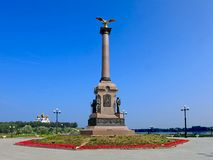 Kolonnen på Strelka - den historiska platsen av Yaroslavl Royaltyfri Foto