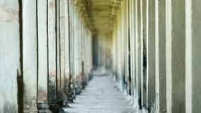 Kolonner av den forntida kambodjanska templet Angkor Wat lager videofilmer