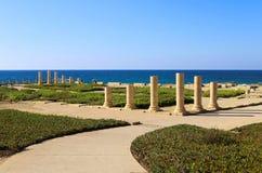 Kolonner av den forntida Roman Villa i Caesarea, Israel Arkivbild