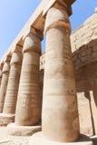 Kolonner av den Karnak templet Egypten Arkivfoton