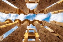 Kolonner av den Karnak templet i Egypten fotografering för bildbyråer