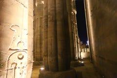 Kolonner av den Luxor templet - Egypten Arkivfoton