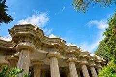 Kolonner av den Sala Hipà ³stilaen, Parc Gà ¼engelsk aln i Barcelona Arkivbilder