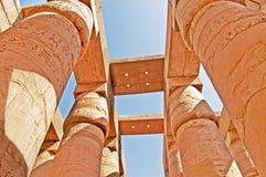 Kolonner av den stora Hypostyle Hallen på templen av Karnak, Luxor, Egypten Arkivfoto