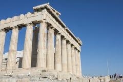 Kolonner av Parthenontemplet i akropol Arkivfoton