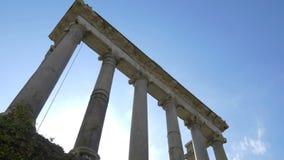 Kolonner av templet av Saturn, Roman Forum, Rome, Italien lager videofilmer