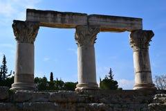 Kolonner för Corinthianbeställning i forntida Corinth Arkivfoto