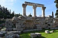 Kolonner för Corinthianbeställning i forntida Corinth Arkivbild