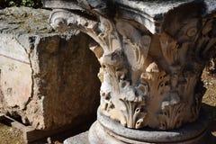 Kolonner för Corinthianbeställning i forntida Corinth Arkivbilder