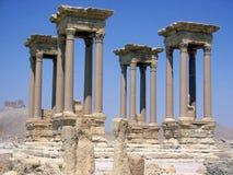 kolonner fyra Arkivfoton