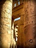 Kolonner i den Hypostyle Hallen på templet av Karnak (Luxor, Eg. Arkivbild