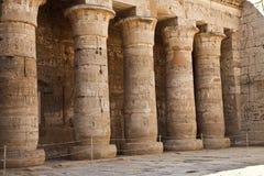 Kolonner i det forntida tempelet Egypten Fotografering för Bildbyråer