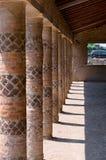 Kolonner i ett galleri i Pompeii Royaltyfria Bilder