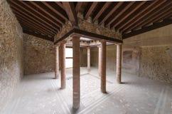 Kolonner i ett galleri i Pompeii Royaltyfri Fotografi