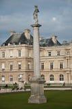 Kolonner i Luxembourg trädgårdar i Paris Arkivbild