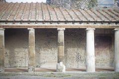 Kolonner i pompei, Italien Arkivbild