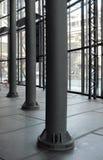 Kolonner i stor korridor royaltyfri fotografi