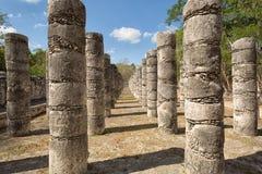 Kolonner i tempelet av tusen krigare Fotografering för Bildbyråer