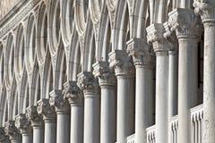 Kolonner i Venedig Arkivbild