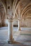 Kolonner inom den San Galgano abbeyen Arkivbild