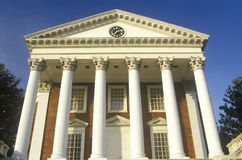 Kolonner på byggnad på universitetet av Virginia inspirerade vid Thomas Jefferson, Charlottesville, VA royaltyfri fotografi