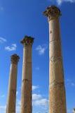 Kolonner på den forntida staden av Jerash Arkivfoton