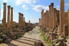 Kolonner på den forntida staden av Jerash Royaltyfria Foton