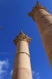 Kolonner på den forntida staden av Jerash Arkivfoto