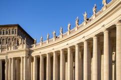 Kolonner på Stet Peter & x27en; s-fyrkant, Vatican City, Italien Arkivbild