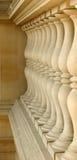 Kolonner på trappuppgången i Louvremuseet i Paris Frankrike Arkivbilder