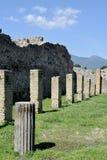 Kolonner Pompeii arkeologisk plats, nr Mount Vesuvius, Italien Royaltyfri Foto