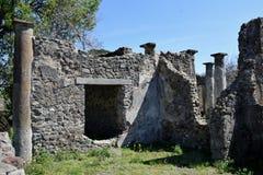 Kolonner Pompeii arkeologisk plats, nr Mount Vesuvius, Italien Royaltyfria Bilder