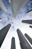 Kolonner som sträcker in i himlen Arkivbild