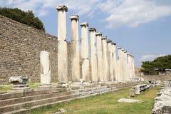 Kolonnerna av Asklepionen av Pergamum, Bergama Royaltyfri Bild